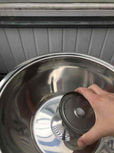 3. Schale für die Brennpaste auf den Lüfter setzen.