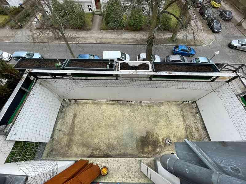 Nach der Reinigung lässt es sich deutlich besser arbeiten und die Terrassendielen sich besser verlegen.